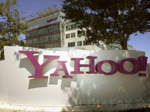 (FILES) The entrance of Yahoo headquarters in Sunnyvale, California is seen in this 20 August 2005 photo. Microsoft said 01 February 2008 it had offered to buy struggling Internet firm Yahoo for 44.6 billion dollars (30.0 billion euros) in cash and stock. AFP PHOTO/FILES/Hector MATA
